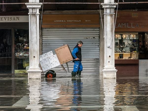 Prévenir les risques en cas d'inondations : des fiches pratiques destinées aux entreprises